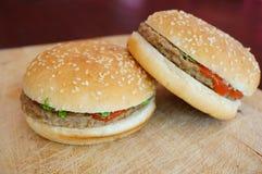 2 hambugers Стоковое Изображение