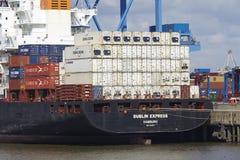 Hamburg - Containerschiff bei Burchardkai Stockbilder