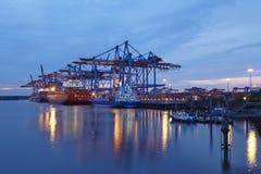 Hamburg - Containerschip bij terminal Royalty-vrije Stock Fotografie