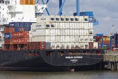 Hamburg - Containerschip in Burchardkai Stock Afbeeldingen