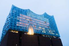 Hamburg, Deutschland, am 3. Februar 2017: Lichter an für Konzertsaal Hamburgs Elbphilharmonie, am 11. Januar 2017 eröffnet lizenzfreie stockbilder