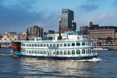 Hamburg/Duitsland-12 29 17: De Ster van Louisiane op de Elbe rivier royalty-vrije stock fotografie