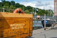 Hamburg, Duitsland - Juni 06, 2014: Houten Doos in Museumshafen Oevelgoenne, Hamburg Royalty-vrije Stock Fotografie