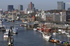 Hamburg, Duitsland - Wiev van nieuwe Elbphilharmonie aan het deel van Royalty-vrije Stock Foto