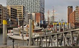 Hamburg-Hafen und Stadtufergegend, Deutschland Lizenzfreie Stockfotos