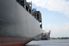 Hamburg-Hafencontainerschiff Stockbild