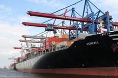Hamburg-Hafencontainerschiff Stockfotografie