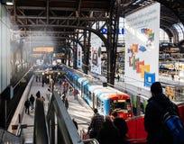 Hamburg Hauptbahnhof met forenzen stock afbeeldingen