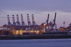 Hamburg - Haven in de avond Stock Afbeelding