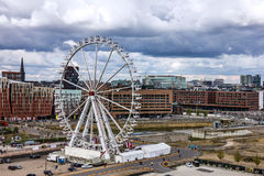 Hamburg i Tyskland: stort rulla in Hafencity havsport Royaltyfri Bild