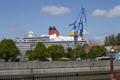 Hamburg - Kreuzschiff in einem Drydock Stockbild