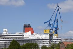 Hamburg - Kreuzschiff in einem Drydock Stockfotografie