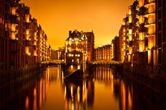 Hamburg magazyn przy nocą. Zdjęcie Royalty Free
