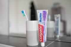 Hamburg, Niemcy 01 19 2018 illustrative artykuł wstępny Colgate połysku kryształów MaxWhite pasta do zębów Obraz Royalty Free