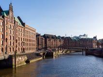 Hamburg Niemcy, Kwiecień, - 21, 2016: Widok od mosta przy starym magazynowym okręgiem w Hamburg Zdjęcie Royalty Free