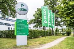 Hamburg Niemcy, Lipiec, - 15, 2017: DEKRA jest a w 1925 ustanawiającym probierczym społeczeństwie obraz royalty free