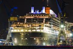 Hamburg, Niemcy Lipiec 26, 2016: Queen Mary 2 w Hamburskim schronieniu fotografia royalty free