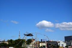 Hamburg, Niemcy: Siekacza ratuneku przedstawienie przy St Pauli-Landungsbrucken, Hafengeburtstag - schronienie rocznicy ?wi?towan obrazy royalty free