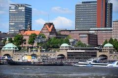 Hamburg, Niemcy: Siekacza ratuneku przedstawienie przy St Pauli-Landungsbrucken, Hafengeburtstag - schronienie rocznicy ?wi?towan obraz stock