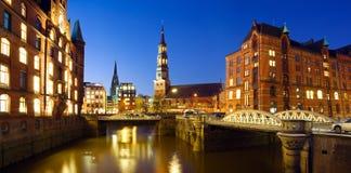 Hamburg på natten Arkivfoto