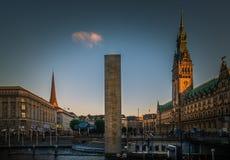 Hamburg Rathaus stadshuspanorama royaltyfri foto