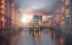 Hamburg Speicherstadt podczas gdy ranek z słońcem zdjęcia royalty free