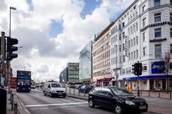 HAMBURG TYSKLAND - APRIL 3: Gatasikt av i stadens centrum Hamburg på Royaltyfria Foton