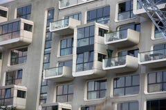 Hamburg Tyskland - Juli 28, 2014: Modern byggnad i Hafencien Royaltyfri Bild