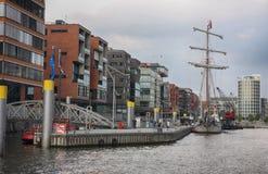 Hamburg Tyskland - Juli 28, 2014: Sikt av den Hafencity fjärdedelen Arkivfoto