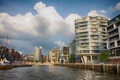 Hamburg Tyskland - Juli 28, 2014: Sikt av den Hafencity fjärdedelen Arkivbild