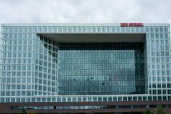 Hamburg Tyskland - Juni 25, 2018: Kontorsbyggnaden av den tyska tidskrift`-Der Spiegel `en, arkivfoton