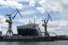 Hamburg Tyskland - Juni 11, 2016: RMS Queen Mary 2, transatlen Fotografering för Bildbyråer