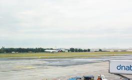 HAMBURG TYSKLAND - MAJ 25, 2017: Nivå för passagerare för Eurowings flygbuss som A319 av tar den Prague flygplatsen Arkivfoton