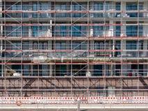 Hamburg Tyskland - Maj 04, 2018: Sikt på skalkonstruktion med materialet till byggnadsställning i Hafencity, Hamburg Arkivfoton