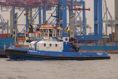 Hamburg Tyskland - mars 01, 2014: Bogserbåten Fairplay X är en av 33 bogserbåtar av den Fairplay linjen Royaltyfria Bilder