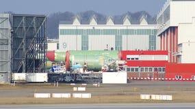 HAMBURG TYSKLAND - MARS 8th, 2014: delar av en flygbusspassagerarenivå levererades till Hamburg från Toulouse Royaltyfria Bilder