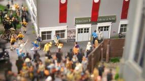 HAMBURG TYSKLAND - MARS 8th, 2014: Miniatur Wunderland är en järnväg dragning för modell och det störst av dess sort i Royaltyfri Foto