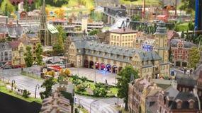 HAMBURG TYSKLAND - MARS 8th, 2014: Miniatur Wunderland är en järnväg dragning för modell och det störst av dess sort i Fotografering för Bildbyråer