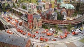 HAMBURG TYSKLAND - MARS 8th, 2014: Miniatur Wunderland är en järnväg dragning för modell och det störst av dess sort i Royaltyfri Bild