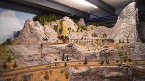 HAMBURG TYSKLAND - MARS 8th, 2014: Miniatur Wunderland är en järnväg dragning för modell och det störst av dess sort i Arkivbild