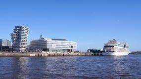 HAMBURG TYSKLAND - MARS 8th, 2014: Unileverhuset är delen av hafencityen på banken av floden Elbe Royaltyfri Foto