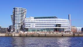 HAMBURG TYSKLAND - MARS 8th, 2014: Unileverhuset är delen av hafencityen på banken av floden Elbe Arkivbilder