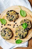 Hamburgare för havre för spenat för svart böna för Quinoa royaltyfri fotografi
