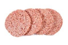 Hamburgare finhackat nötkött på en vit bakgrund Royaltyfria Bilder