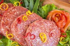 hamburgare med grönsaker Fotografering för Bildbyråer