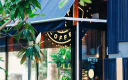 Hamburgare och coffee shop royaltyfri foto