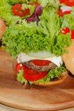 Hamburger, alimenti a rapida preparazione, hamburger, bistecca di hamburger, lattuga, pomodoro, Fotografia Stock Libera da Diritti