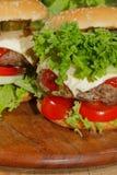 Hamburger, alimenti a rapida preparazione, hamburger, bistecca di hamburger, lattuga, pomodoro, Immagini Stock Libere da Diritti