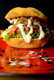 Hamburger appetitoso Fotografie Stock Libere da Diritti