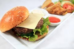 Hamburger au regroupement d'hôtel Photo stock